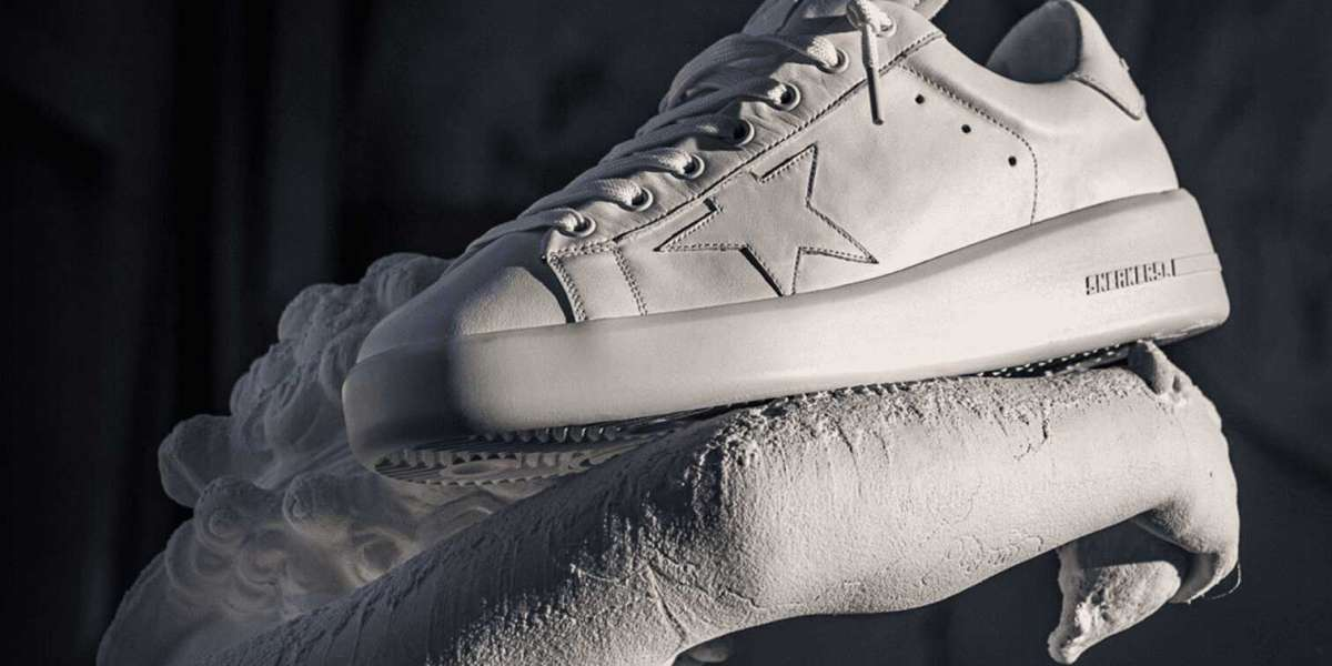 Golden Goose Sneakers patch in silver-tone and zip closure